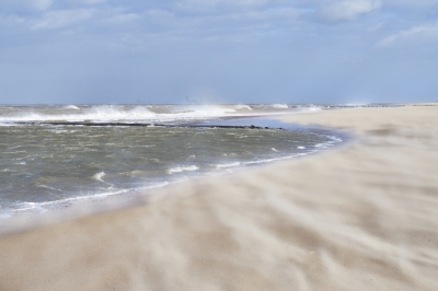 Nature picture: 1. Storm op Strand